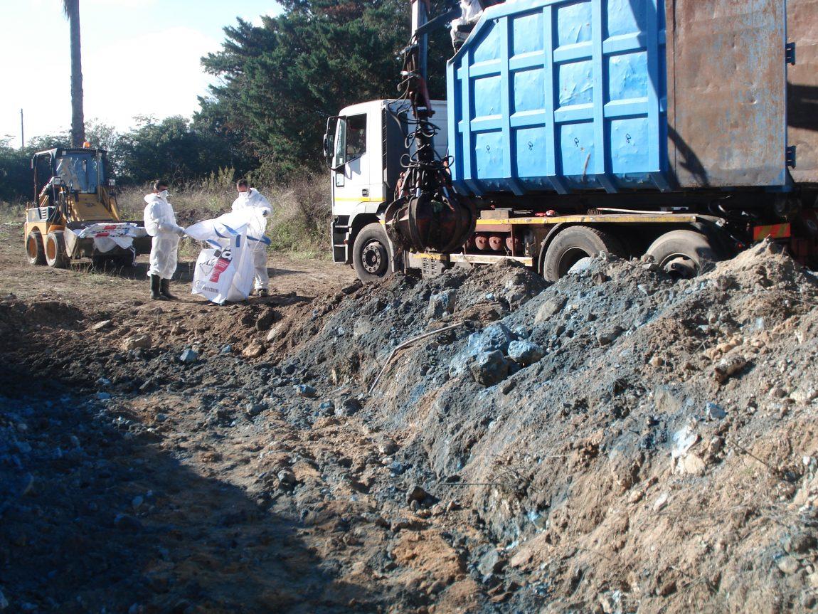 Stato-dei-luoghi-durante-la-fase-di-bonifica-del-terreno-contaminato-da-amianto.jpg